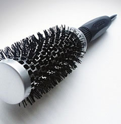 Comment nettoyer une brosse à cheveux ronde